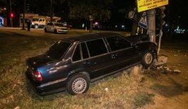 В Киеве Volvo влетел в бетонный отбойник: водитель погиб на месте