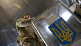 Зеленский обошел Порошенко на участках в ООС, где голосовали военные