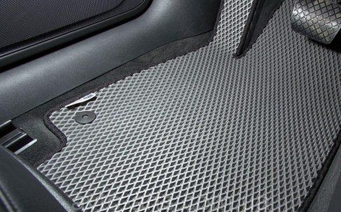 Выбор ковриков в салон машины: разновидности