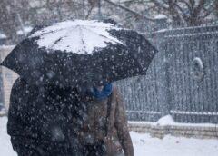 В Рождество снег и ветер оставили без света больше 350 населенных пунктов Украины